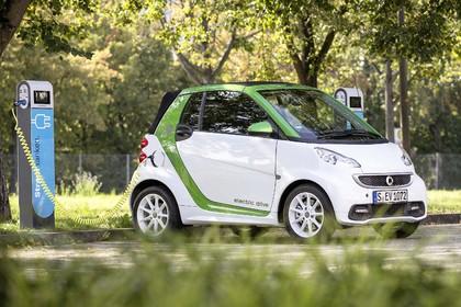 Daimler übernimmt alle Anteile an einer Batteriefabrik für Elektroautos