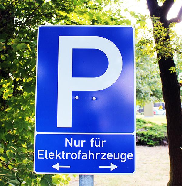 Elektroauto Parkplatz Wolfenb Ttel Parkplatz Nur F R Elektrofahrzeuge