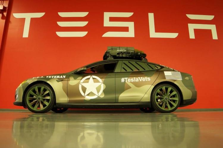 Elektroauto Tesla Model S in der US Army Version vorgestellt