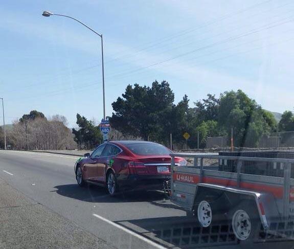 Bmw I3 Tesla Supercharger Adapter: Tesla Testet Sein Elektroauto Model S Im Anhängerbetrieb