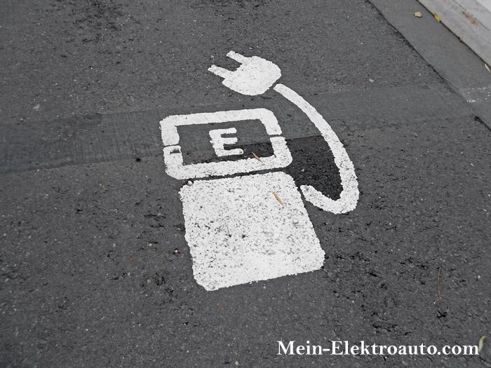 Wenn es nicht bald mehr öffentliche Ladestationen gibt, bleibt das Elektroauto ein Nischenprodukt