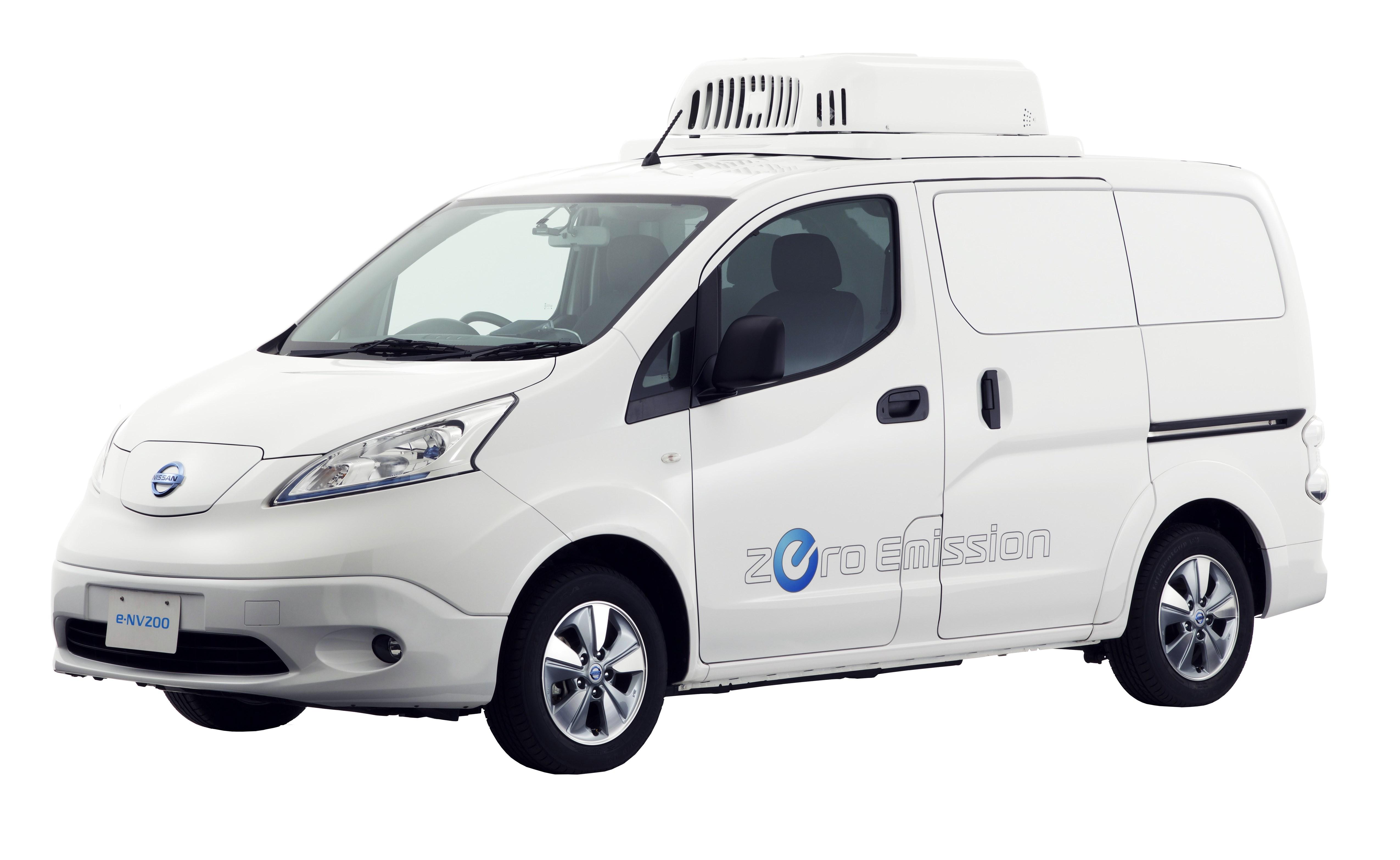 In Tokyo zeigt Nissan das Elektroauto e-NV200 als mobilen Kühlschrank